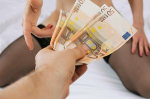 JAHTE, BOGATAŠI, SKUPA PIĆA Elitne prostitutke se iz Beograda preselile na Crnogorsko primorje i za dan uzimaju i HILJADE EVRA