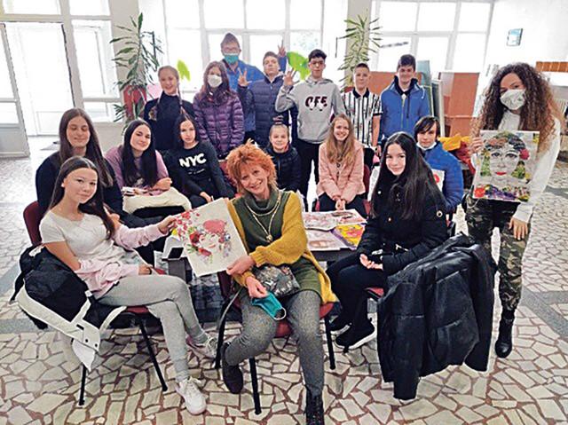 Marta Kiš Buterer sa svojim đacima učestvovala i na onlajn likovnoj koloniji