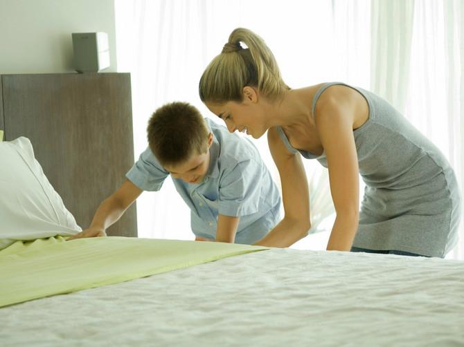 Ja sam videla da je žena lenja, ali toliko lenja da joj sinovi sami nameštaju krevete, e to još nisam videla!