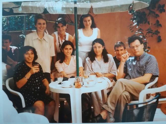 Ana tokom letnje škole u Italiji, malo pre nego što je saznala da je prvi put u drugom stanju  (sedi, druga s leva)