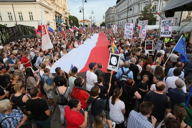 W poniedziałek prezydent Andrzej Duda poinformował o zamiarze zawetowania dwóch uchwalonych niedawno ustaw - o Sądzie Najwyższym oraz nowelizacji ustawy o Krajowej Radzie Sądownictwa
