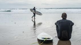 Surfing jesienną porą – wystawa prac Szymona Szcześniaka