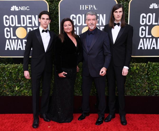 Brosnana sa drugom suprugom i njihovim sinovima