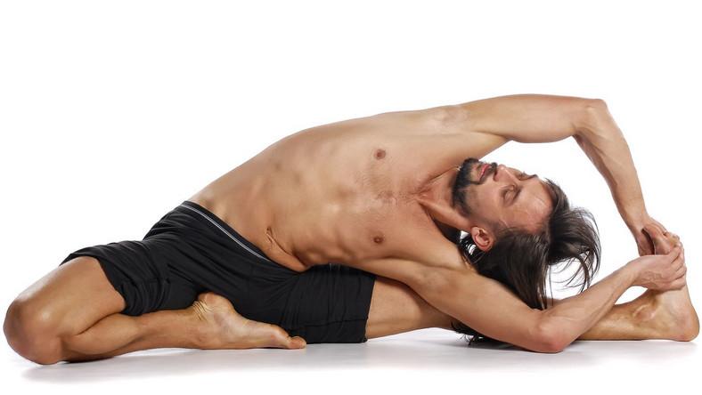 Australijska odmiana jogi - troga - to połączenie klasycznej jogi z treningiem TRX