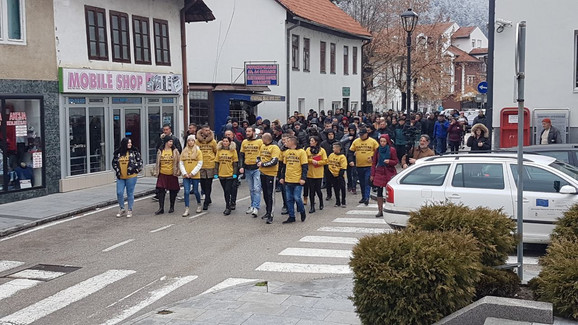 Emire, izdrži: Preko hiljadu Prijepoljaca pružilo podršku Hamziću i protestvovalo protiv nasilja
