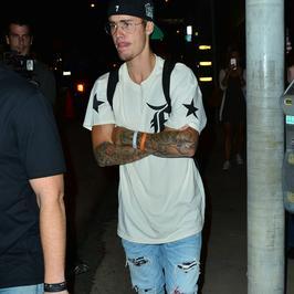 Justin Bieber w codziennej stylizacji, ale uwagę przykuwa jeden szczegół