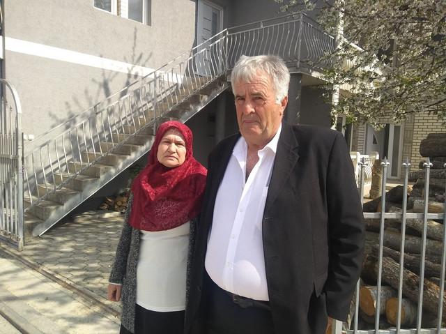 Sadija i Alija Vučelj, majka i otac poginulog vojnika