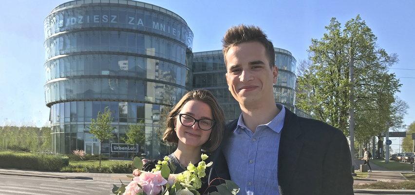 """Wielki napis """"Wyjdziesz za mnie?"""" w centrum Gdyni"""