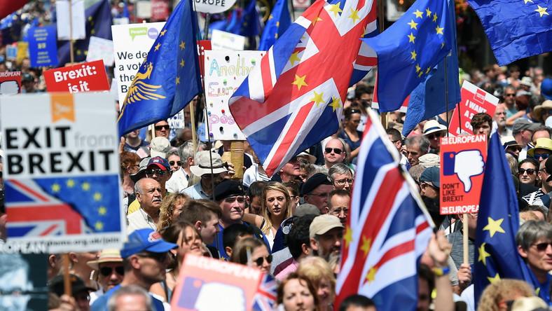 Marsz ulicami Londynu przeciwko Brexitowi.