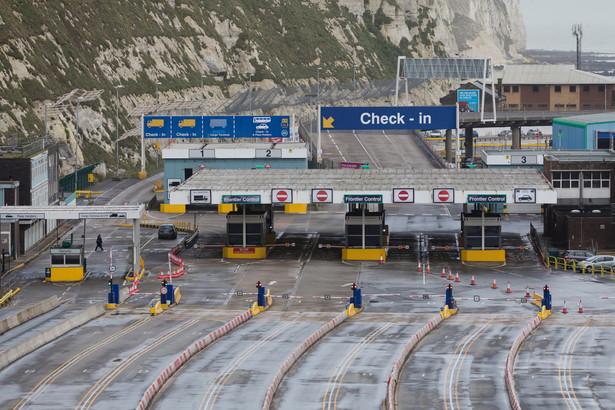 Pusty port w Dover