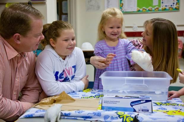 Osnovci su kroz zabavne eksperimente sticali osnovno znanje o prirodnim predmetima