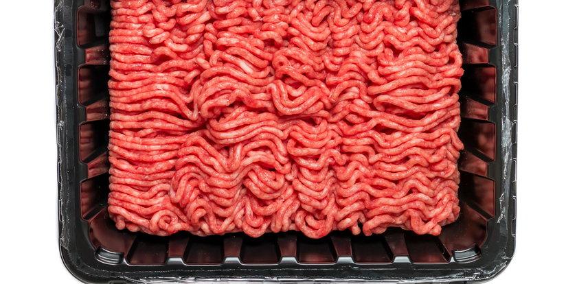 Groźna bakteria w mięsie z supermarketu. Jednak osoba nie żyje