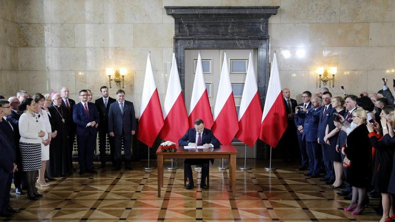 Prezydent Andrzej Duda podczas uroczystości podpisania ustawy o związku metropolitalnym dla woj. śląskiego