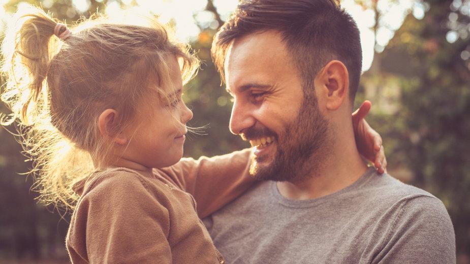 Jakim ojcem będzie twój facet? Zdradzi to jego znak zodiaku!