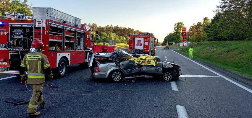 Koszmar na drodze! Auto wbiło się pod naczepę ciężarówki