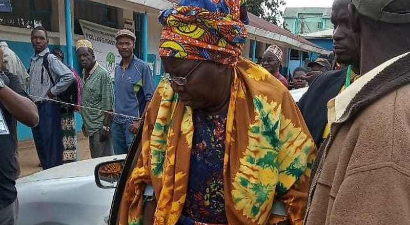 Ken Okoth's mother arrives in Kibra to cast her vote