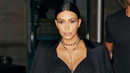 Kim Kardashian z córką na okładce magazynu. Celebrytkę wystylizowano na... pierwszą damę