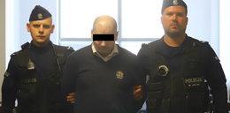 Miał zgwałcić siostrę, choć pilnowali go policjanci