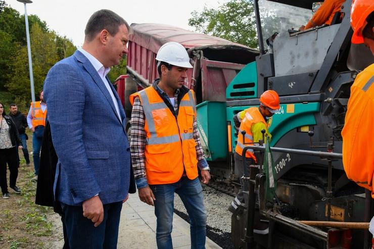 Igor Mirović obišao radove na izgradnji staze zdravlja u Vrdniku