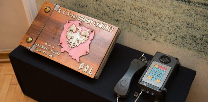 Cenne przedmioty z KWK Kazimierz-Juliusz w muzealnych gablotach