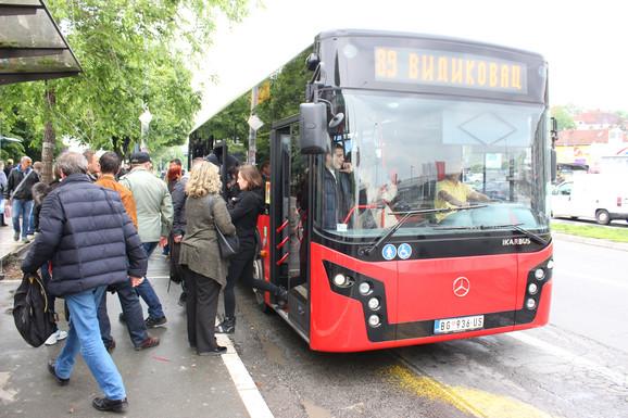 U glavnom gradu stali su i autobusi...
