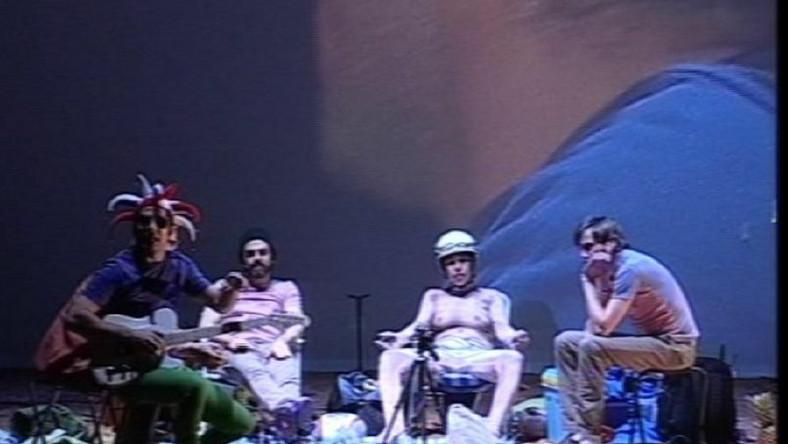 """Kadr z przedstawienia """"Golgota Picnic"""""""