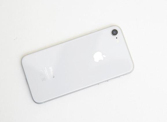 Telefon nema dualnu kameru ali je kvalitet fotografija izuzetno visok