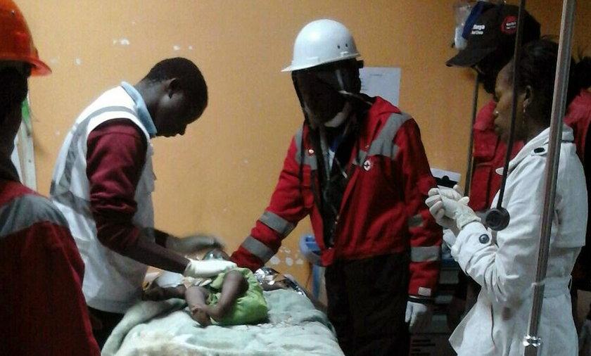 Żywą, półroczną dziewczynkę wydobyto spod gruzów zawalonego budynku w w stolicy Kenii - Nairobi