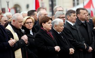 Sawicki: Na trumnach smoleńskich uprawiana jest 'nekropolityka'