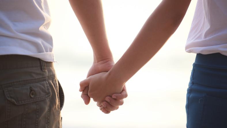 Ślub partnerski u notariusza. Projekt ustawy jest gotowy