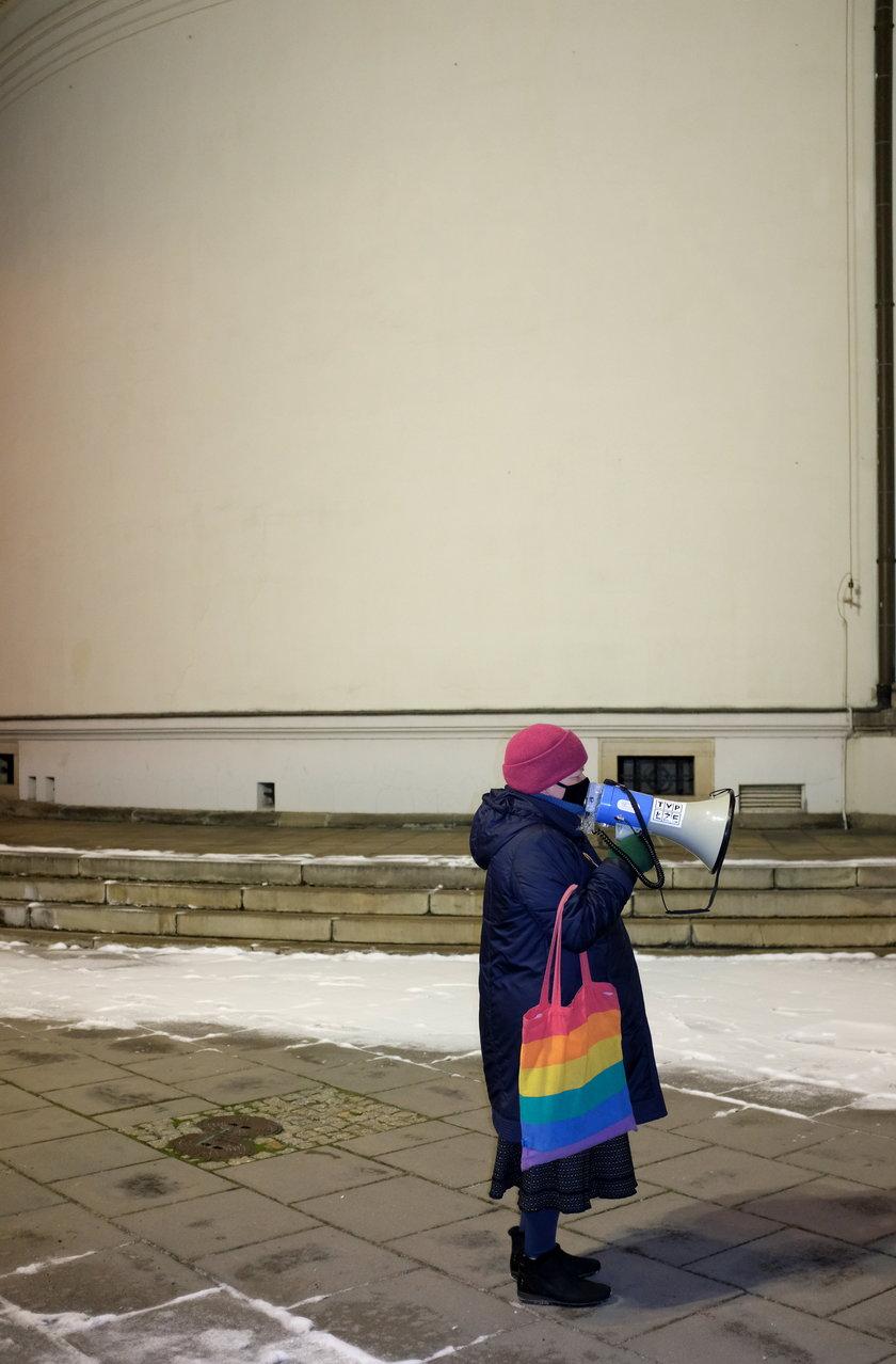 Katarzyna Augustyniak jest jedną z kilku seniorek, które uczestniczą w protestach w ramach Strajku Kobiet.