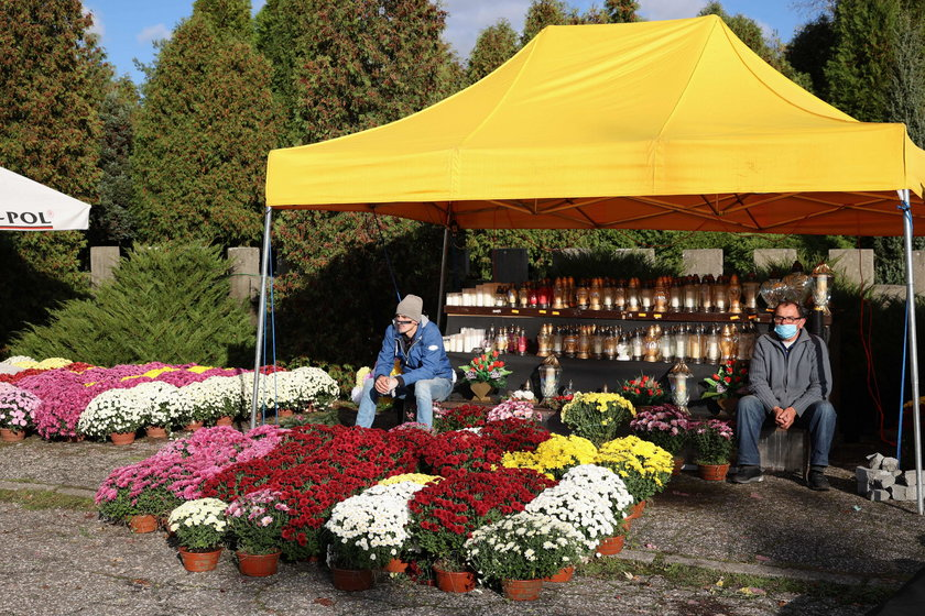 180 mln zł dla kwiaciarzy za zamknięte cmentarze