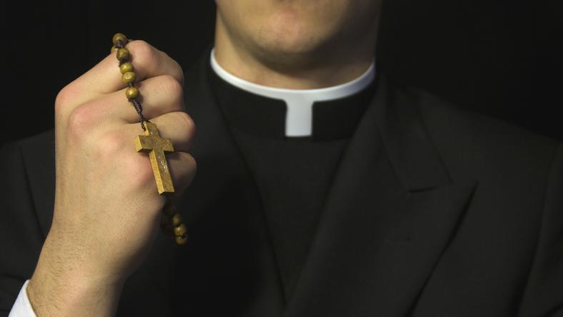 Debata wokół stanowiska Watykanu wobec księży gejów nie cichnie
