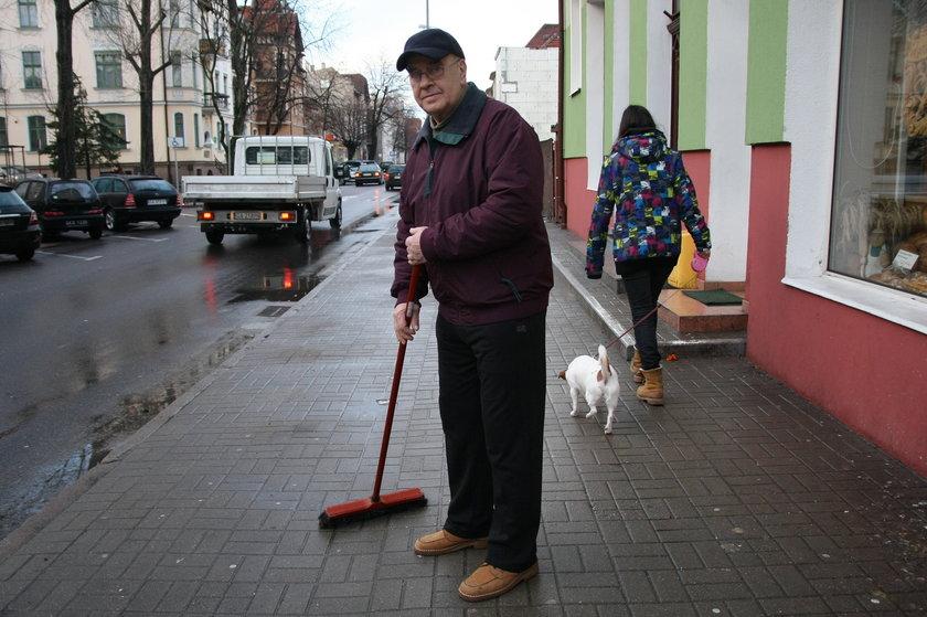W Gdańsku dłużnicy odśnieżają ulice i chodniki