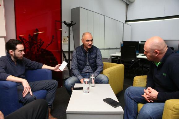 Petar Naumoski sa novinarom Nebojšom Todorovićem i urednikom sportske rubrike