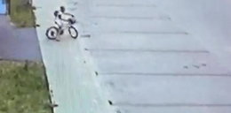 """9-latka na rowerku obdarowała pieniędzmi nieznajomego. """"Mama kazała pomagać"""""""
