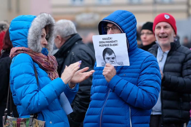 Protest przeciwko radnemu do sejmiku woj. śląskiego Wojciechowi Kałuży