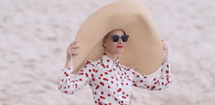 Kożuchowska skrywa się pod oryginalnym kapeluszem w Cannes