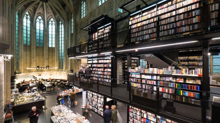 Maastricht, wnętrze kościoła dominikańskiego przekształconego w księgarnię z restauracją