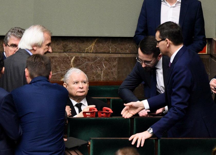 Sensacyjny sondaż. PiS traci większość w Sejmie!