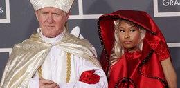 Przyszła na Grammy z papieżem