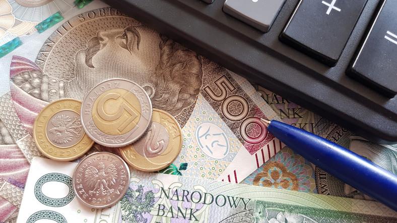 kwota bazowa 2021 emerytury gus zus kalkulator pieniądze