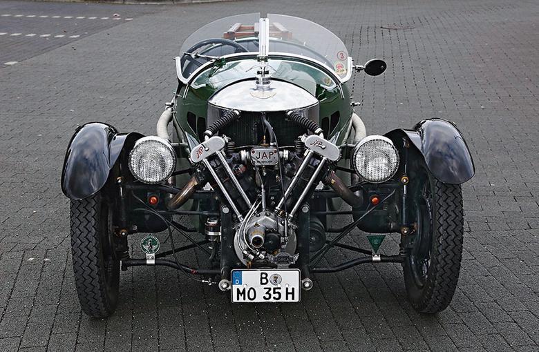 Morgan z 1935 roku to pojazd dla twardzieli, którzy nic sobie nie robią z niskiej temperatury i deszczu. Trzykołowiec odwdzięcza im się niezapomnianymi wrażeniami.
