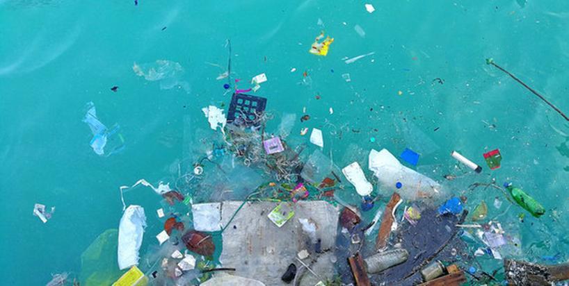 Ile plastiku zjadamy w ciągu tygodnia, miesiąca i roku? [INFOGRAFIKA]