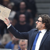 TRINKIJERI U ELEMENTU! Italijan stao u odbranu igrača, a onda u šali poručio: Čekamo kurirsku službu da donese Veličkoviću novo koleno!