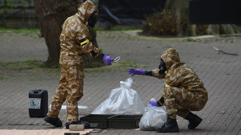 Brytyjskie służby specjalne zabezpieczają miejsce nieopodal domu otrutego Siergieja Skripala