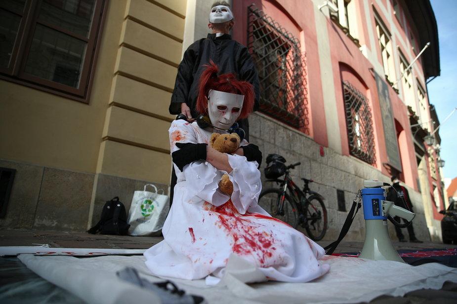 """20b22076 - KRAKÓW PROTEST """"WIERZYMY OFIAROM DZIWISZ NIE"""" (protest)"""