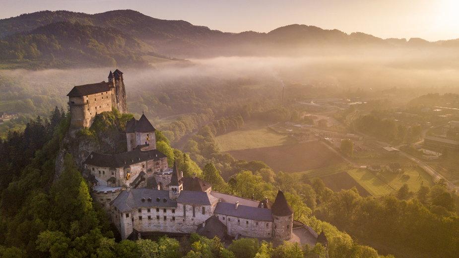 """""""Orawski Zamek"""" na Słowacji. Atrakcja turystyczna mieści się około 60 km od granicy z Polską"""