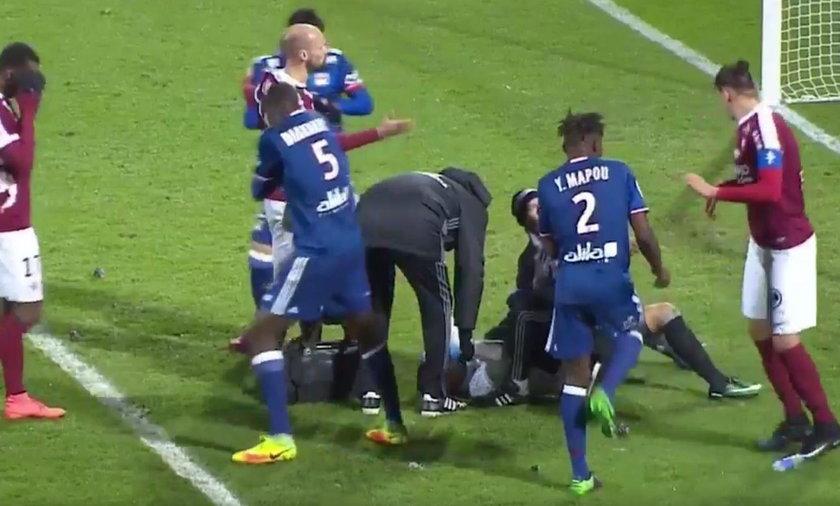Anthony Lopes obrzucony petardami. Bramkarz Olympique Lyon w szpitalu