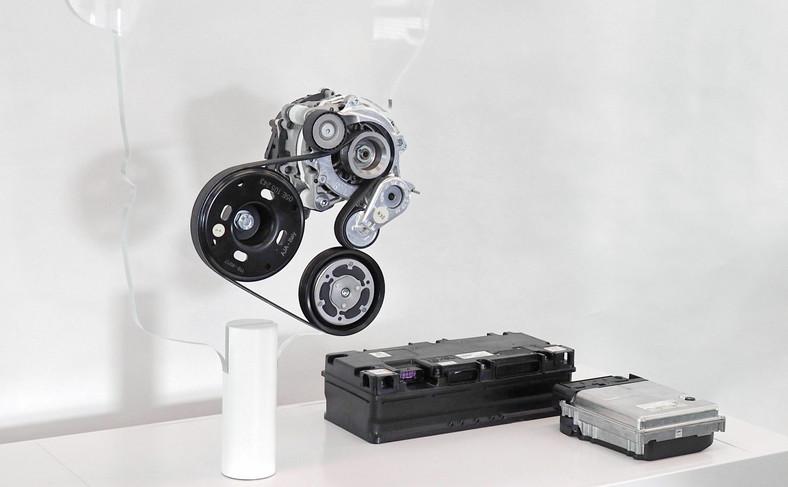 Volkswagen z napędem mild hybrid i instalacją 48V. W przypadku, gdy moc silnika elektrycznego jest znacząco niższa od mocy silnika spalinowego i pełni on wyłącznie rolę wspomagającą, nie umożliwiając jazdy z napędem wyłącznie elektrycznym, używa się określenia mild hybrid